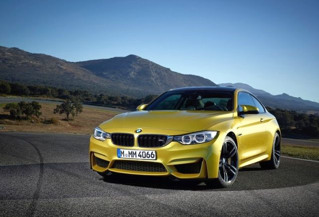 2017_BMW_M4_COUPE_front_pic-1