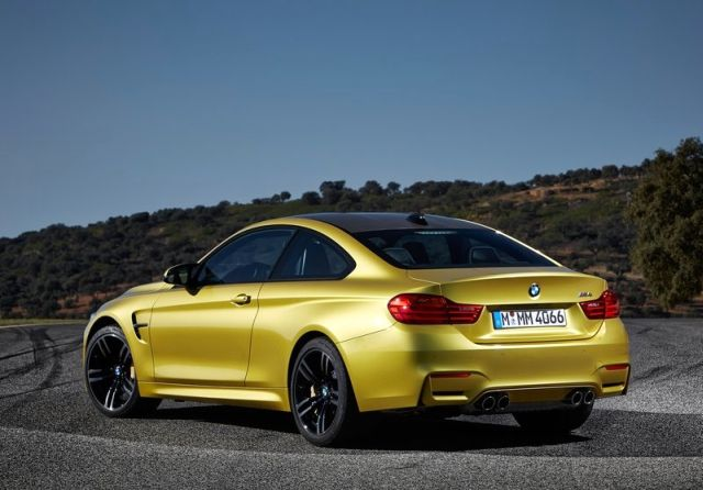 2017_BMW_M4_COUPE_rear_pic-6