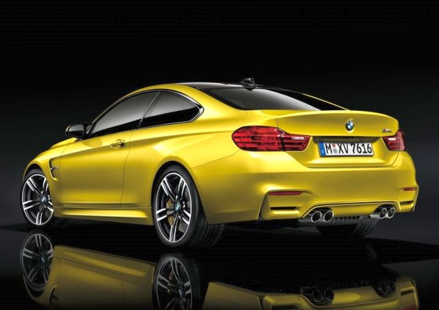 2017_BMW_M4_COUPE_rear_pic-8