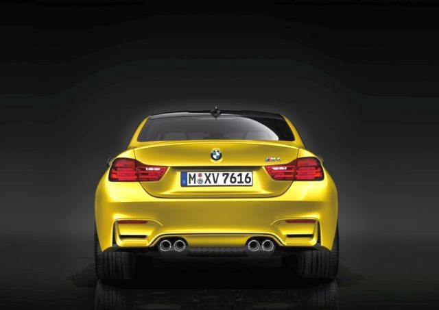 2017_BMW_M4_COUPE_rear_pic-9