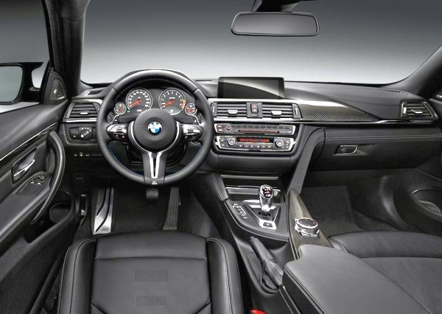 2017_BMW_M4_COUPE_steeringwheel&dashboard_pic-11