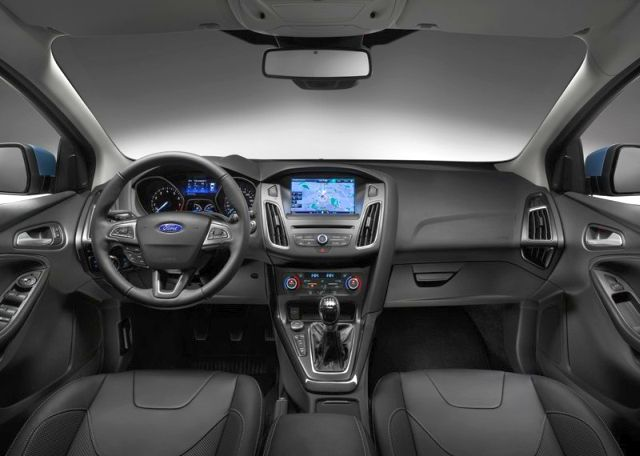 2015_FORD_FOCUS_interior_pic-4