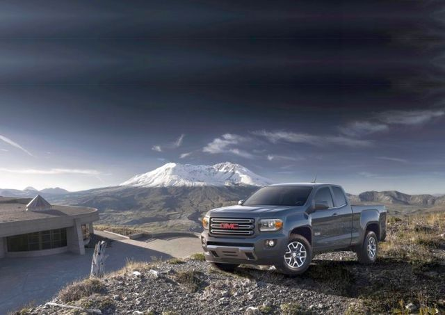 2015_GMC_CANYON_front_pic-2