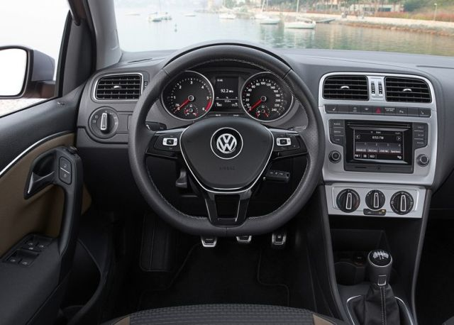 2016 VW CROSSPOLO