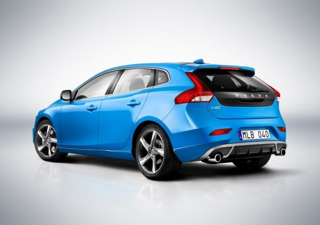 2016_VOLVO_V40_R Design_rear_pic-2