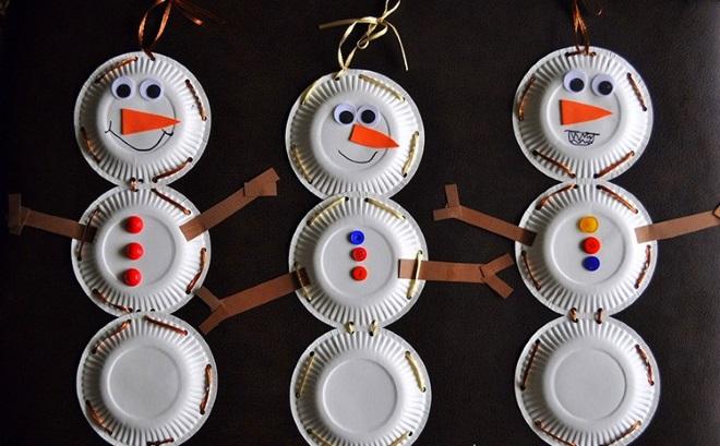 Muñecos de nieve de platos