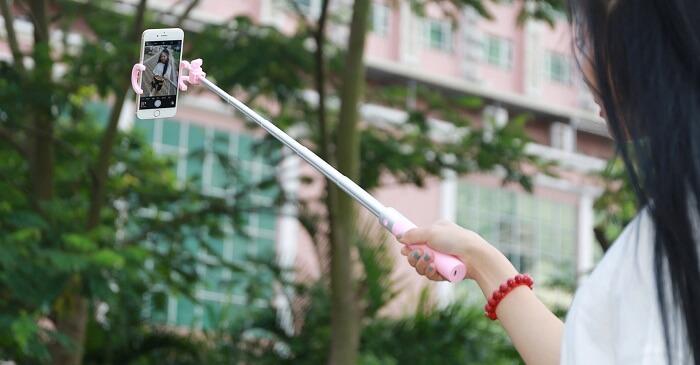 Πώς να συνδεθείτε selfie stick στο τηλέφωνο