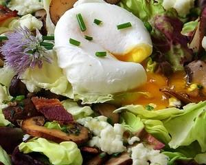 салат с яйцами перепелов