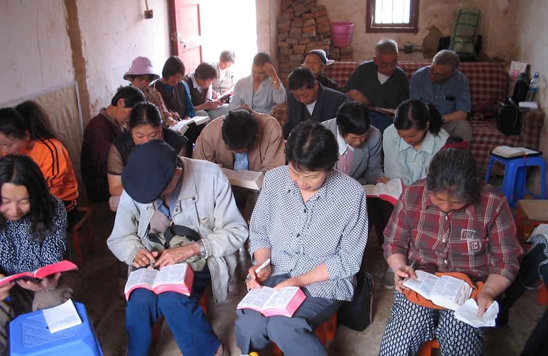 Chineses em igreja domiciliar