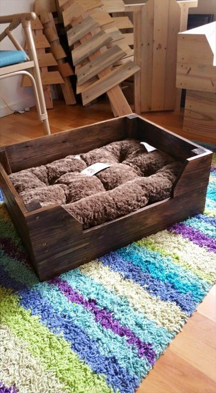 Easy To Make Pallet Dog Bed Pallet Furniture Diy