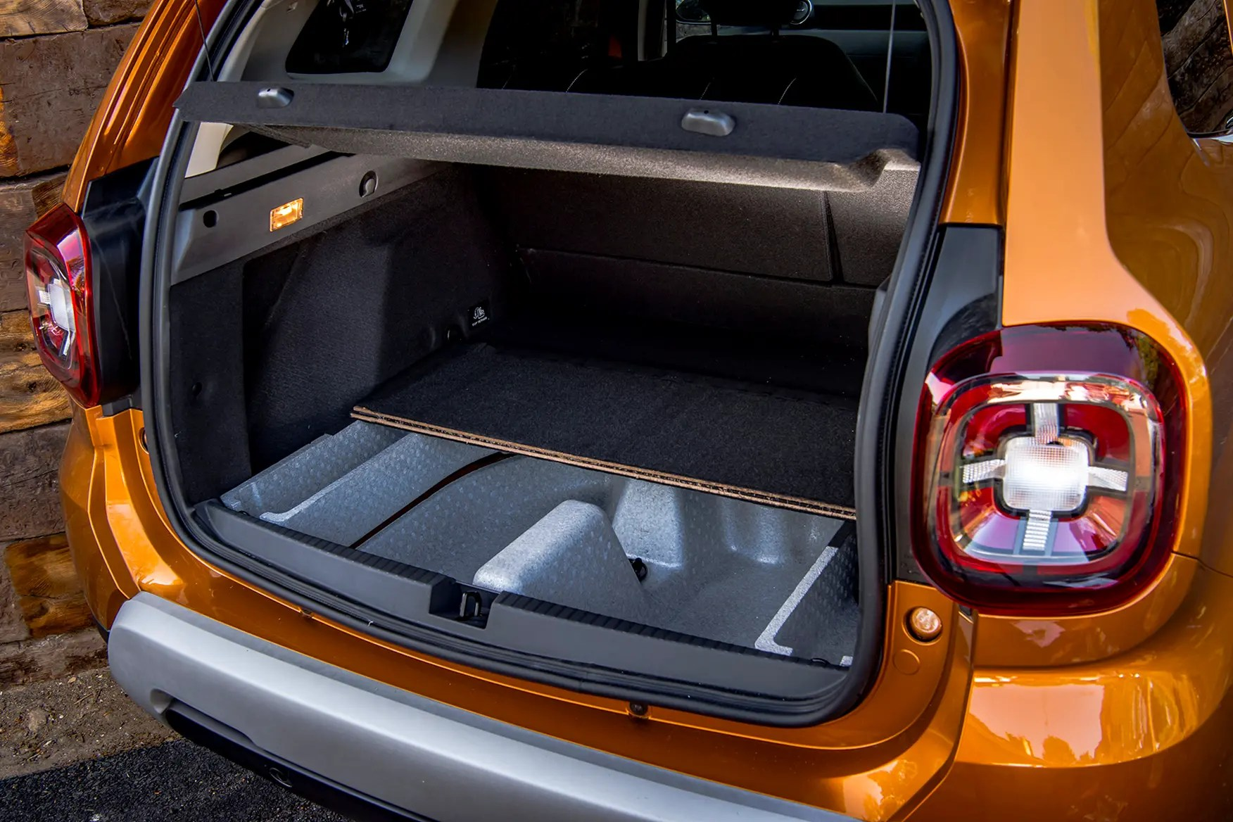 Dacia Duster 2019 Practicality Boot Space Amp Dimensions Parkers