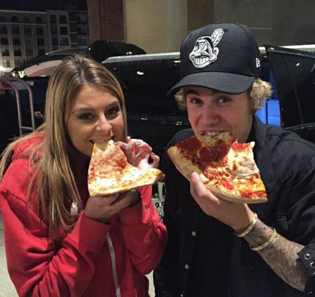 Eating Pizza Bieber Justin