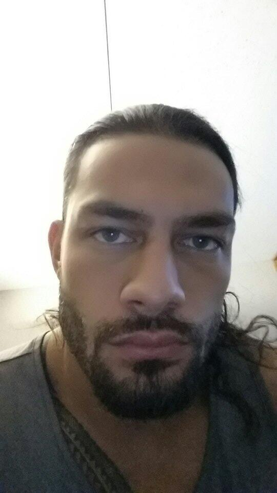 Reigns Undertaker Selfie Roman