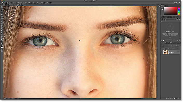 How To Change Eye Color In Photoshop   Step by Step Zooming in on the eyes with the Zoom Tool in Photoshop