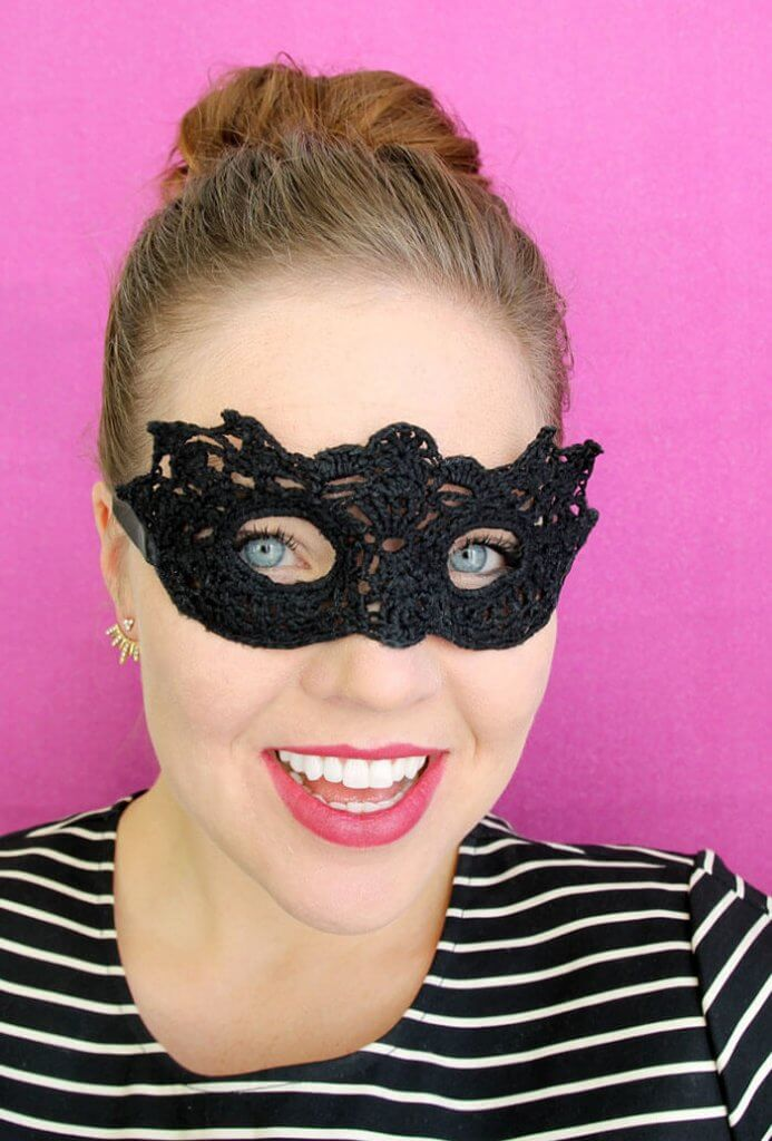 lacy DIY masquerade mask - free crochet pattern and tutorial