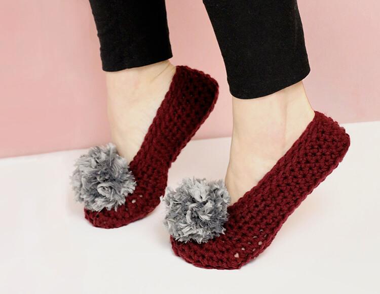 how to crochet slippers - free pattern - fur pom-pom slippers pattern