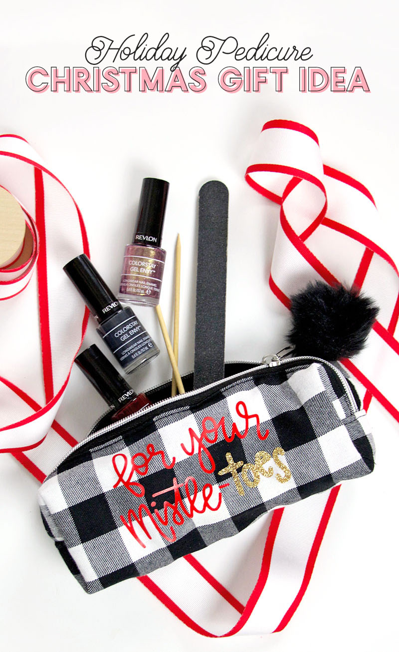 such a cute DIY christmas gift idea - little pedicure pouch - for your mistletoes!
