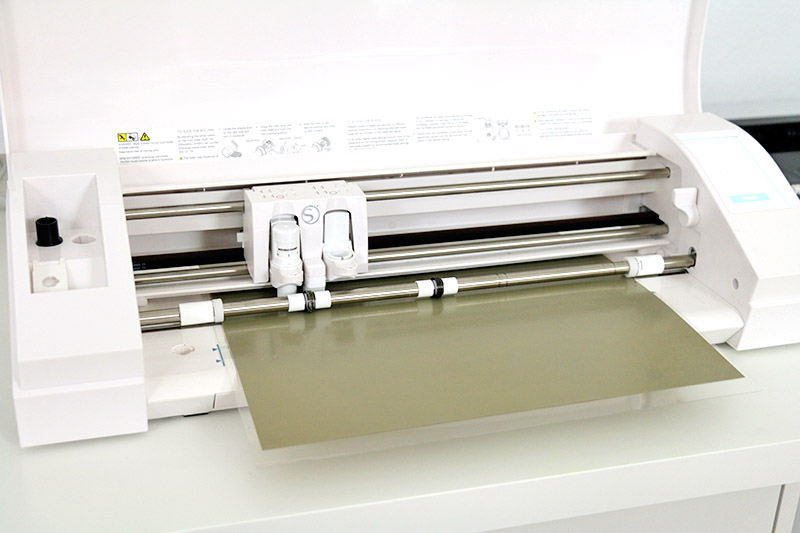 cutting heat transfer vinyl with silhouette