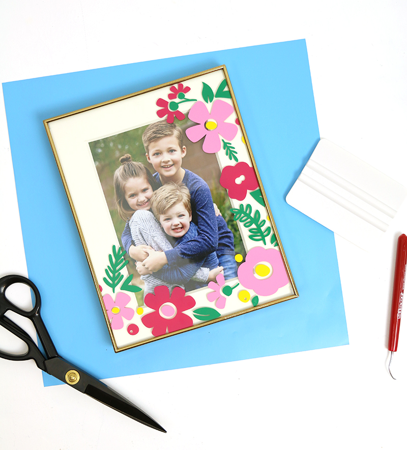 finished diy floral photo frame with free flower cut files