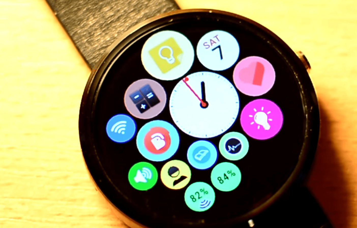 Make your Android Wear smart watch look like an Apple ...