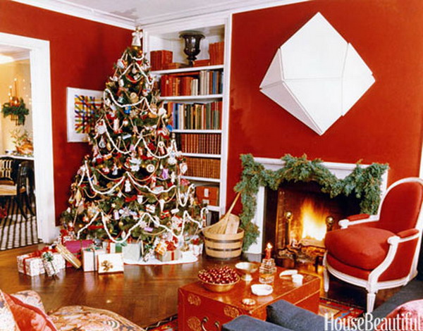 Red Home Interior Design with Christmas Tree Decoration Ideas         Red Home Interior Design with Christmas Tree Decoration Ideas