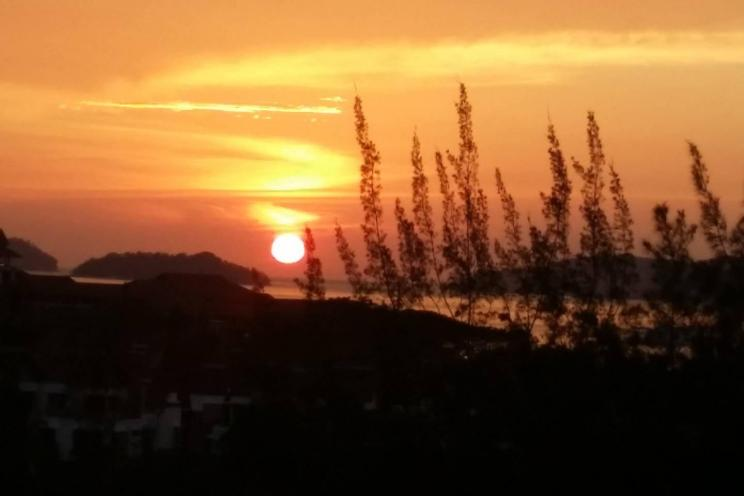 City Sunset Seaview 4 Bedroom Condo 1.0.