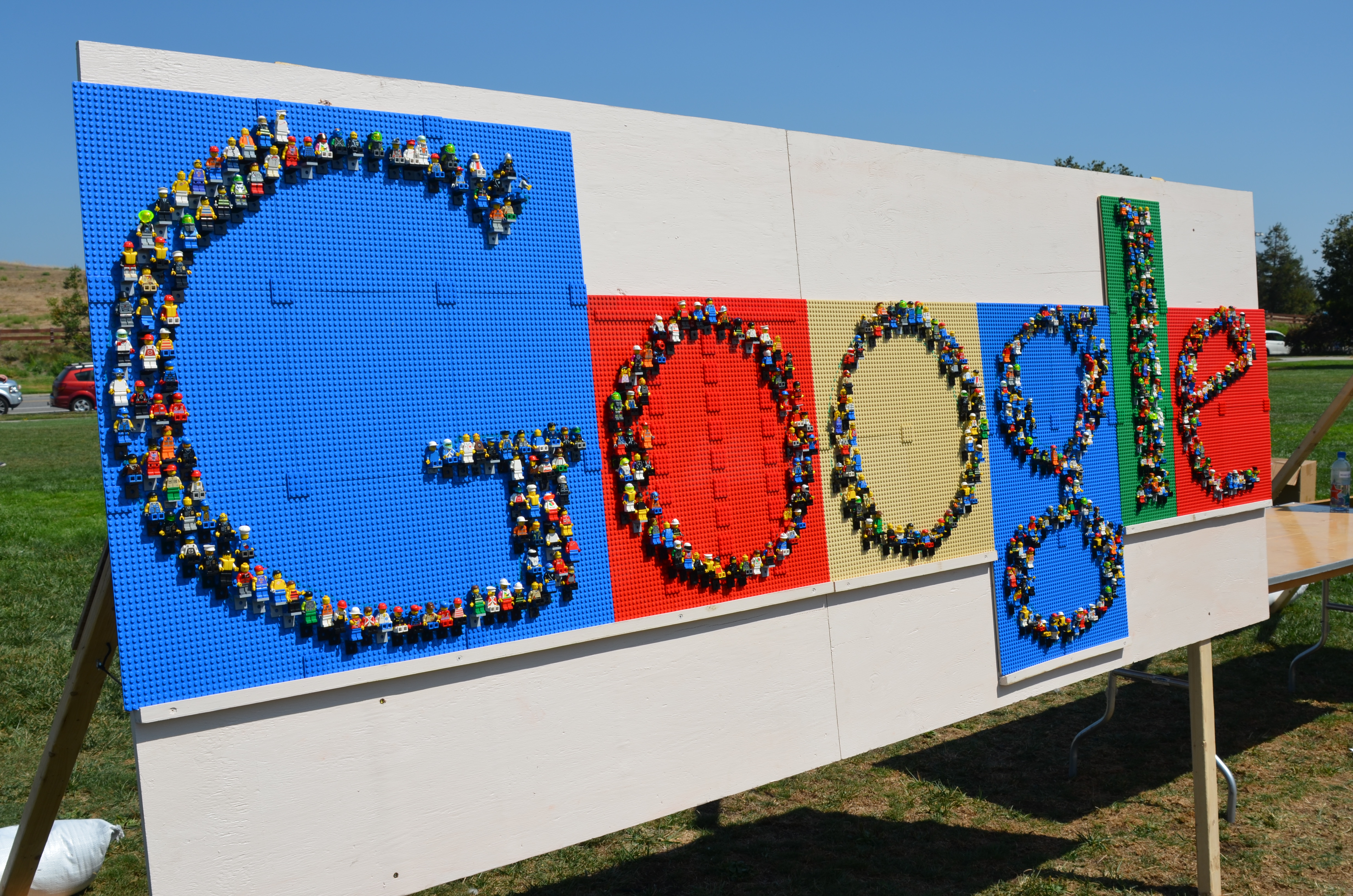 Building a Google Sign Made Out of LEGO Minifigures   a GoPlae Shoe     Building a Google Sign Made Out of LEGO Minifigures   a GoPlae Shoe at  Google HQ