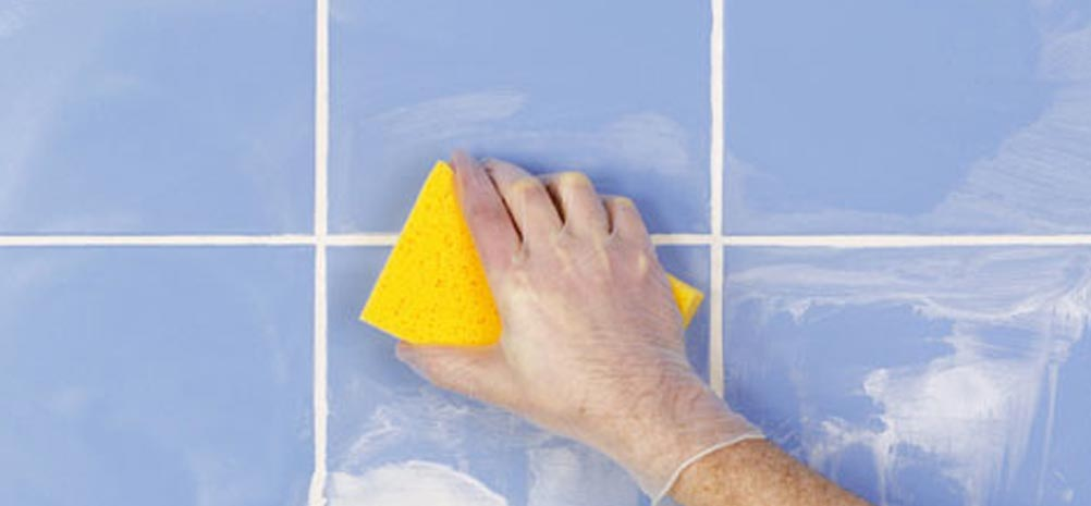 تنظيف البلاط بعد الحشو