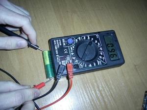 Πώς να ελέγξετε το πολυμέτρημα της μπαταρίας