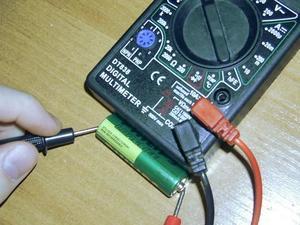Πώς να μετρήσετε την χωρητικότητα της μπαταρίας με το Multimeter