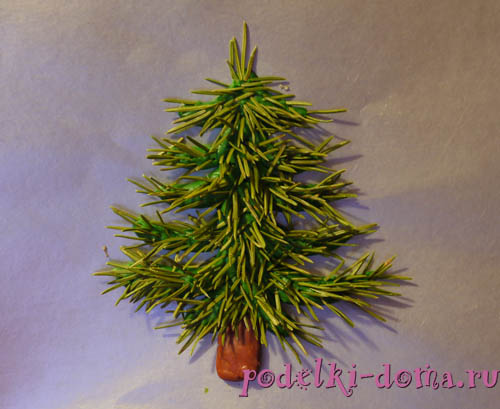 Árvore de Natal de plasticina e agulhas