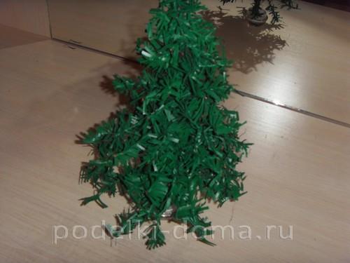 Χριστουγεννιάτικο δέντρο από φραντζόλα ή πλαστικές σακούλες