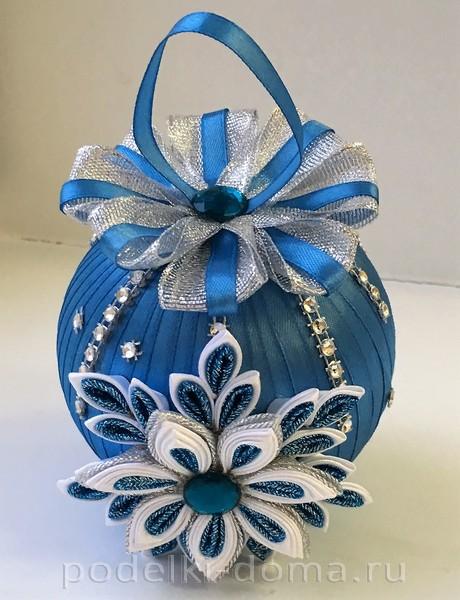 новогодний шар из лент