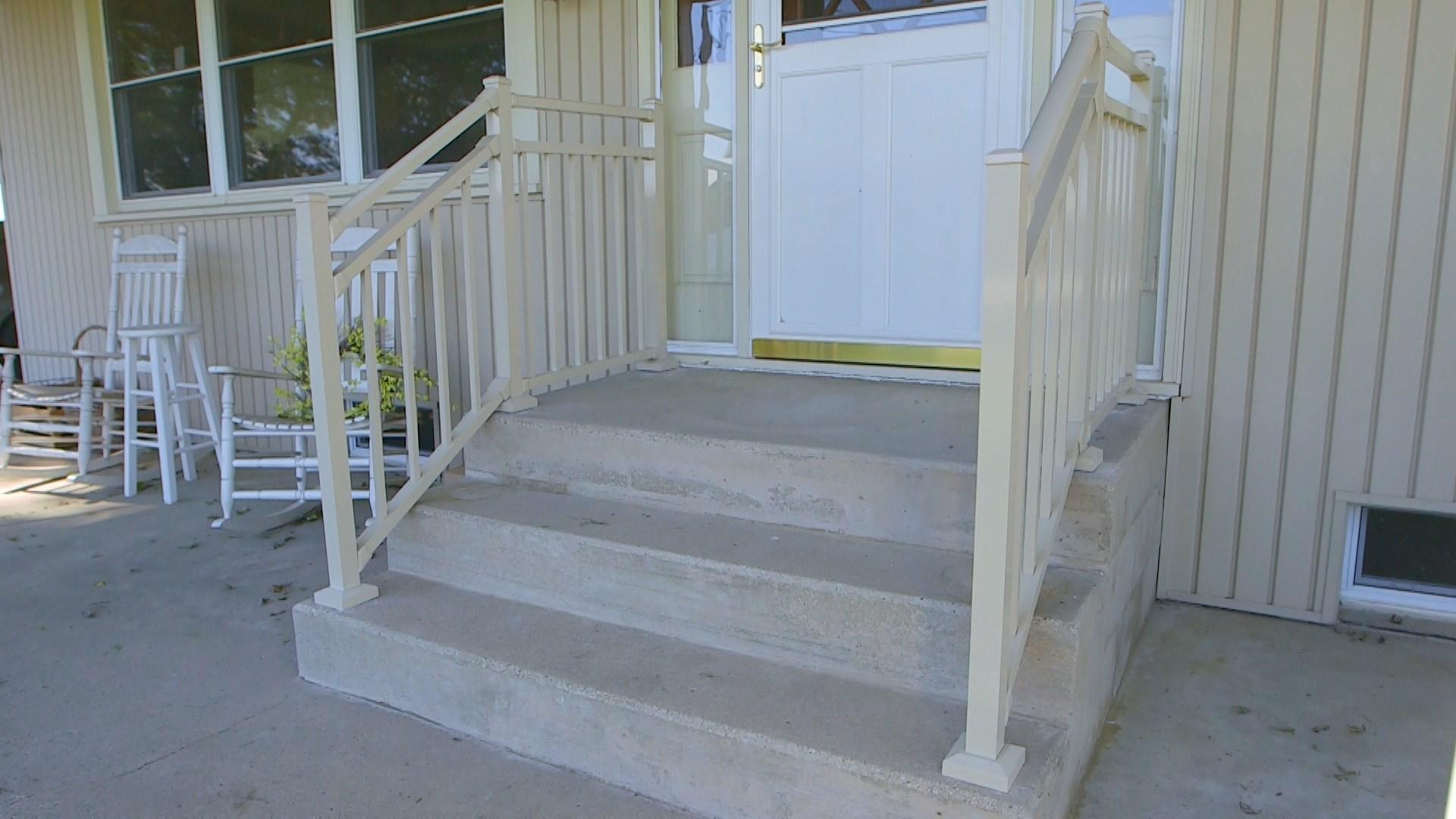 Aluminum Railing On Concrete Steps Polyvinyl Sales | Aluminum Handrails For Concrete Steps | Garden | Residential | Vinyl | House Stone | Back Patio