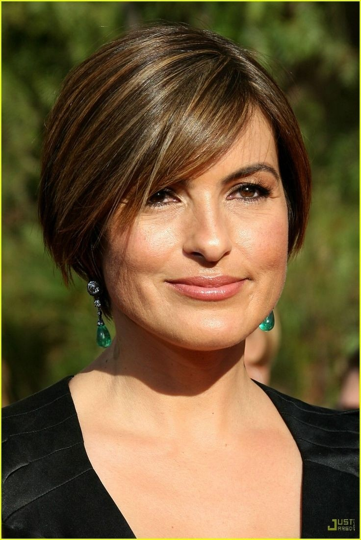 12 Short Hairstyles for Round Faces: Women Haircuts ...