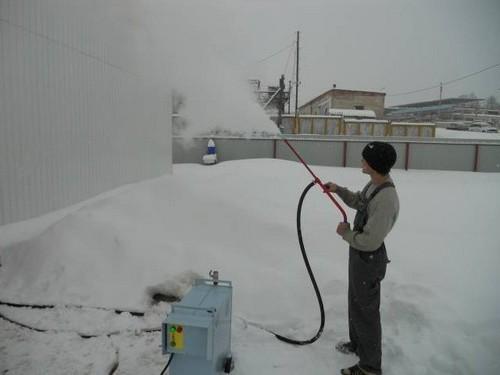 Sådan opvarmer du den frosne plast vandforsyning