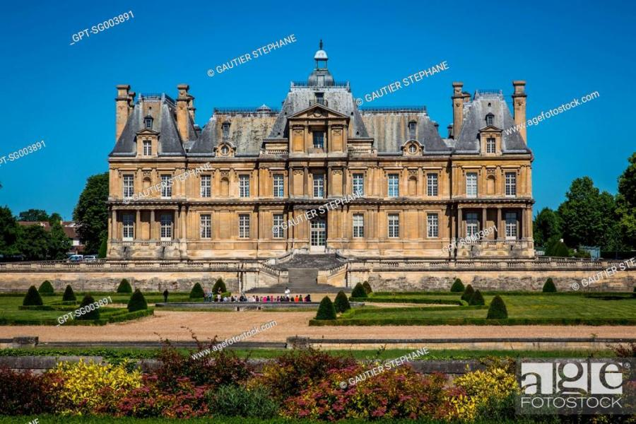 CHATEAU OF MAISON LAFFITTE DESIGNED BY FRANCOIS MANSART IN THE 17TH     Stock Photo   CHATEAU OF MAISON LAFFITTE DESIGNED BY FRANCOIS MANSART IN  THE 17TH CENTURY  MAISON LAFITTE   78  YVELINES  ILE DE FRANCE  FRANCE