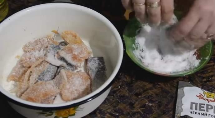 干燥的方式在家里腌制驼背