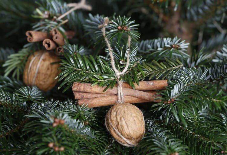 Грецкие орехи на елке