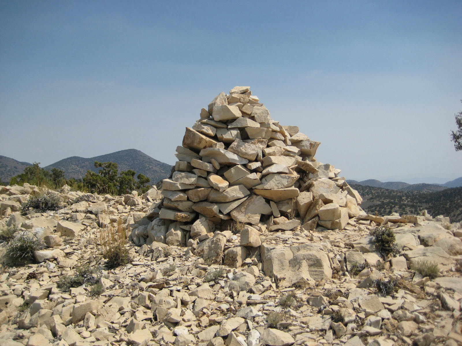 pile of stones - HD 1600×1200