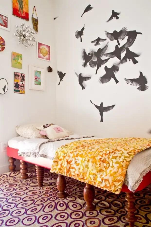 Etiqueta interior: bando de pássaros na parede