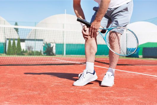 An Austin Texas tennis player suffering wtih chronic knee pain