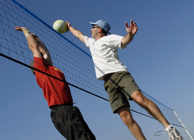 A Tampa man gets back to playing volleyball after his success with stem cell therapy