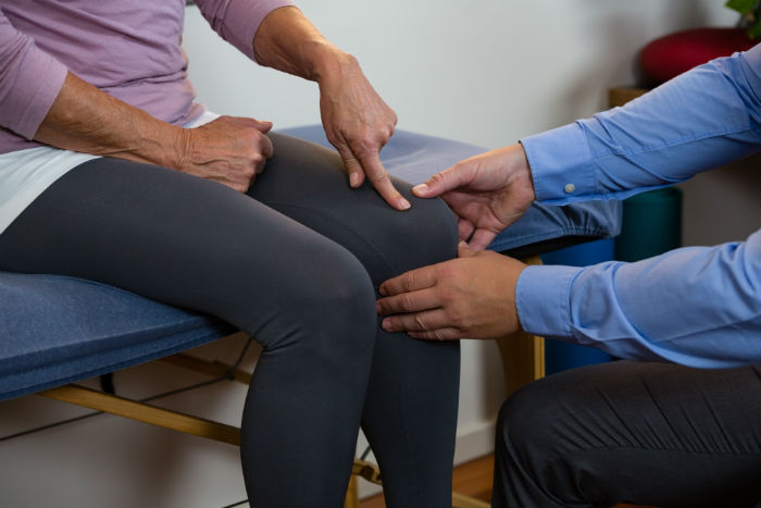 A Chandler woman sees a stem cell doctor for her knee pain