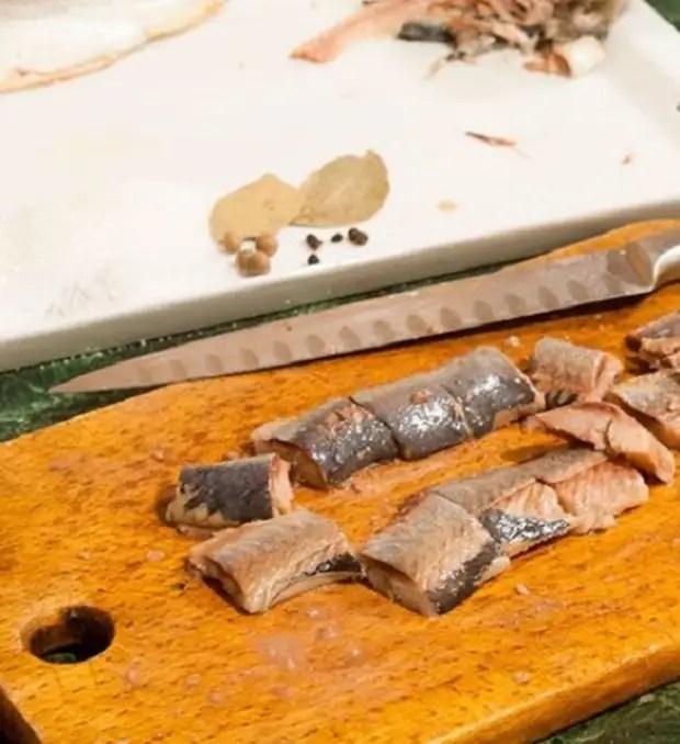 Рецепттер: тұздалған майшабақ - 17 үздік рецепт. Үйде дәмді жерден қалай сәлем беру керек?