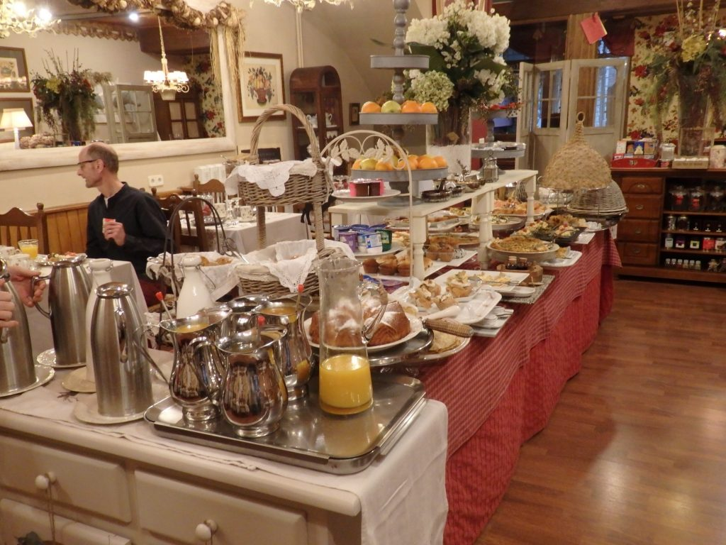 The breakfast buffet at Hotel El Ciervo. To accommodate all the different items, the trays are placed at different levels so they can overlap.