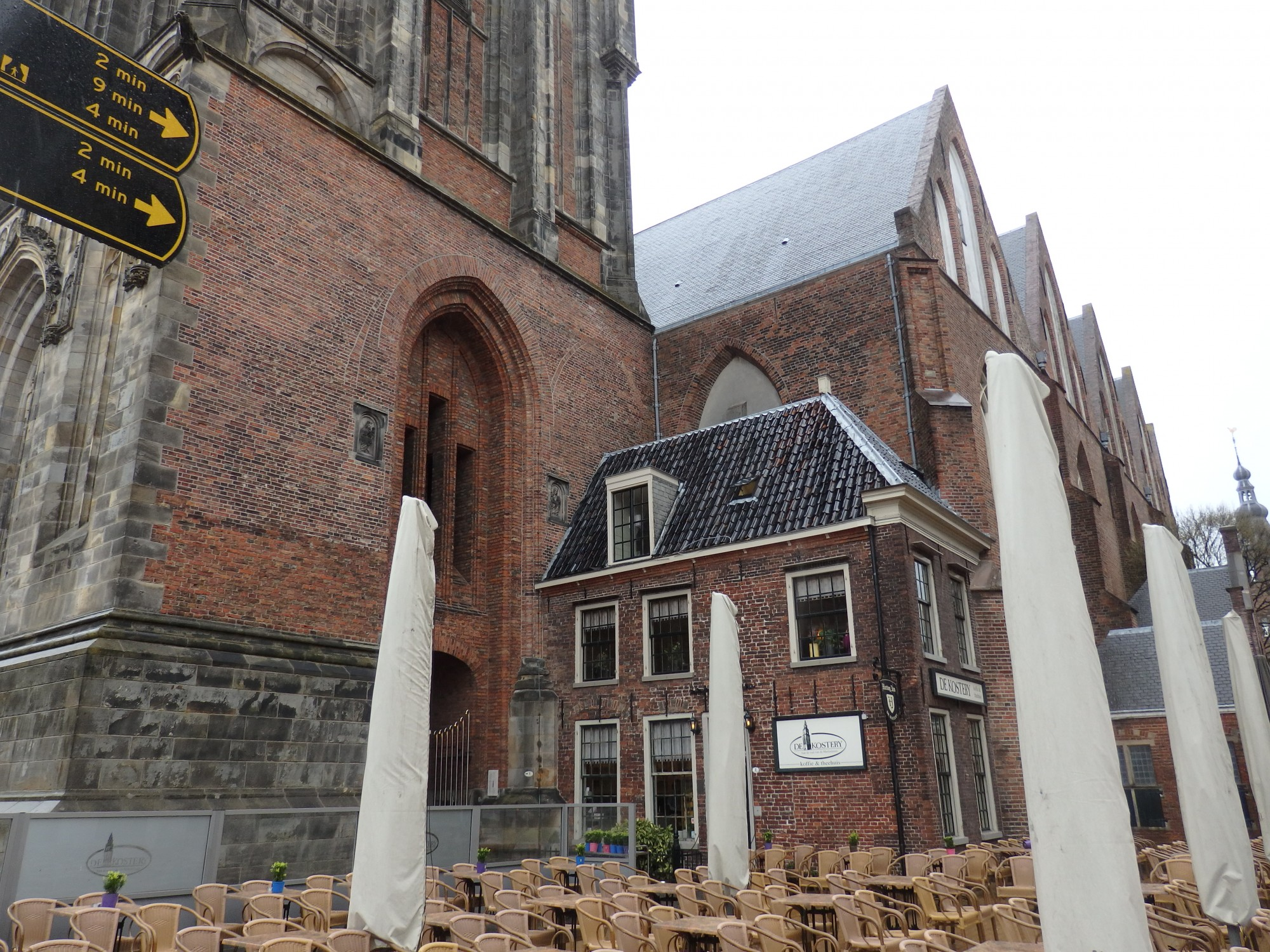 De Kostery, between the Martinitoren on the left and the Martinikerk on the right. Those white things are umbrellas, waiting for better weather.