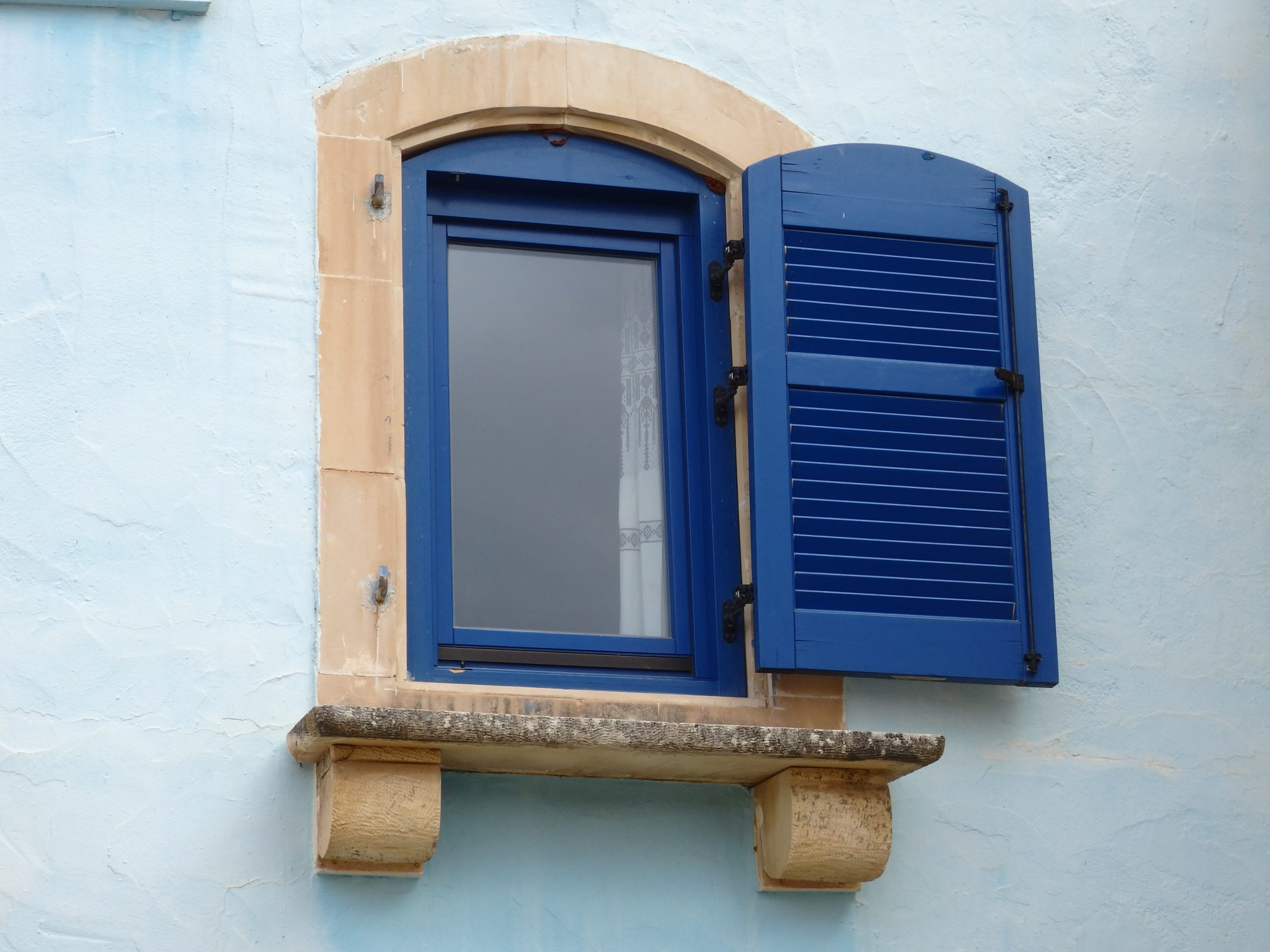 A prettily painted window at Arolithos
