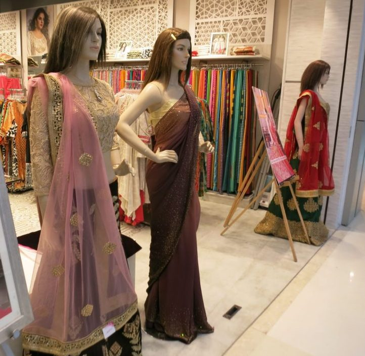 Mannequins in front of a shop in the Oberoi Mall in Mumbai. Impressions from my first time in India.