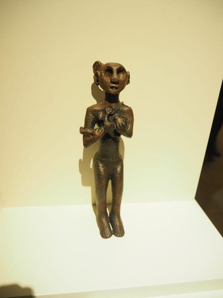 small statuette of a mother goddess, end of 3rd millennium BCE